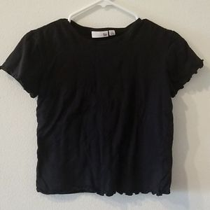Black basic T-shirt with scalloped sleeves